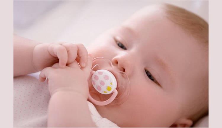 В статье попробуем разобраться нужна ли пустышка новорожденному
