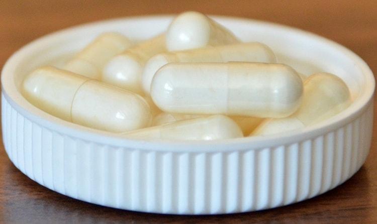 Вместе с антибиотиками часто назначают также энтеросорбенты, пробиотики и пребиотики для того, чтобы уберечь кишечную микрофлору ребенка.