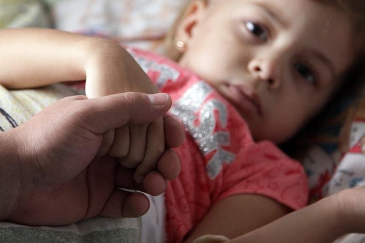 Антибиотики широкого спектра не назначают при прстуде и гриппе у детей, так как подобные заболевания чаще всего вызываются вирусами.
