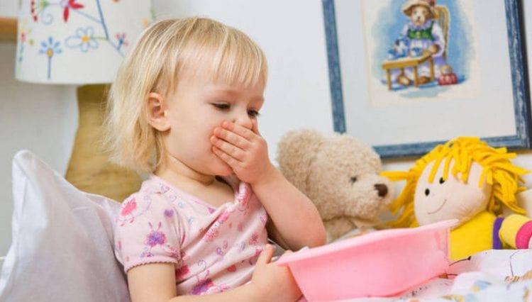 главная проблема состоит в том, что из-за постоянной рвоты малыша практически невозможно напоить.