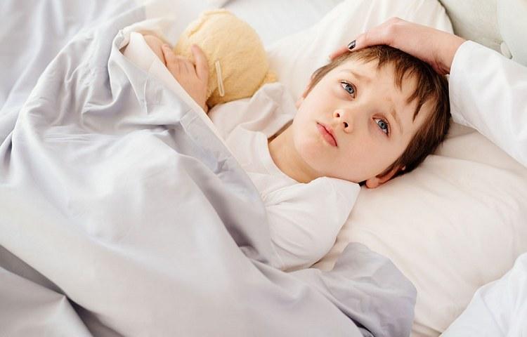 Лечение ацетона у детей в домашних условиях допустимо только тогда, когда ребенка еще можно отпоить.