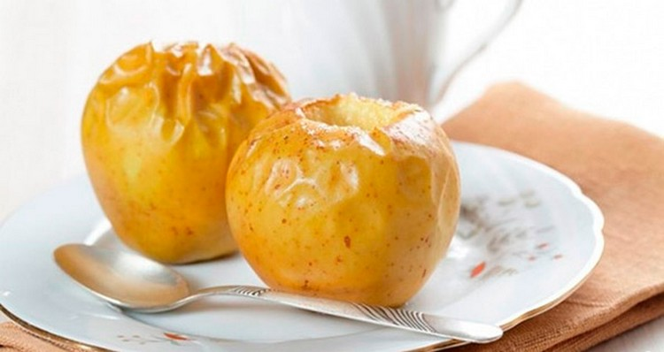 После того, как криз пройдет, малыш можно начинать давать сухарики, печеные яблоки.