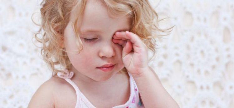 Среди побочных эффектов от препарата отмечается сонливость, аллергические реакции вплоть до отека Квинке.