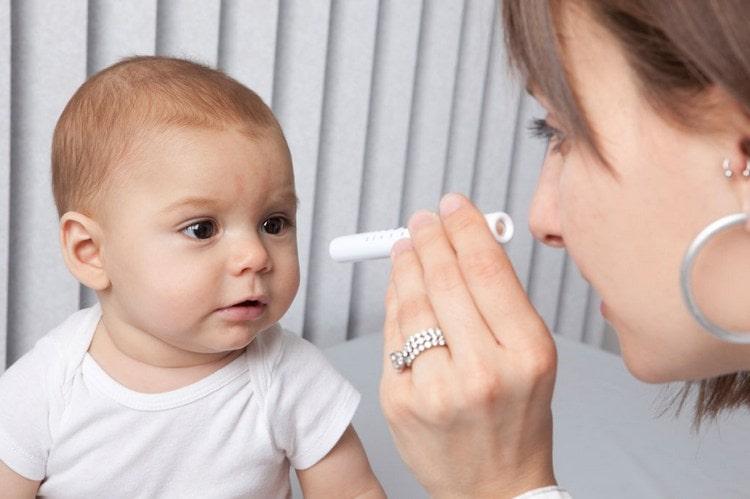 Важен не только рост ребенка в 6 месяцев, но и его зрения, а также слух.