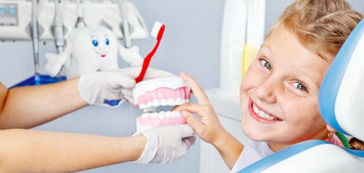 Как проходит выпадение молочных зубов у детей