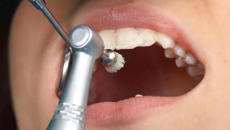 какие зубы выпадают у детей первыми