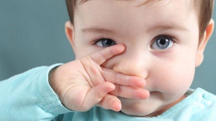 При аллергическом рините препарат хорошо снимает отек.