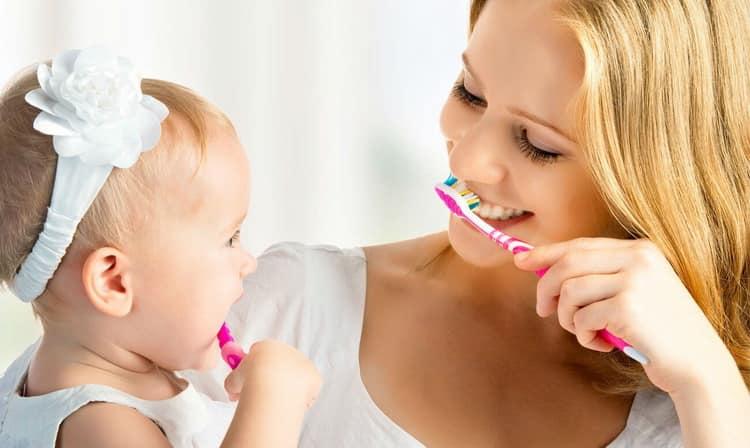 с какого возраста чистить зубы ребенку