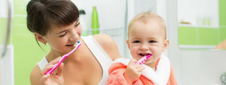 видео как правильно чистить зубы детям