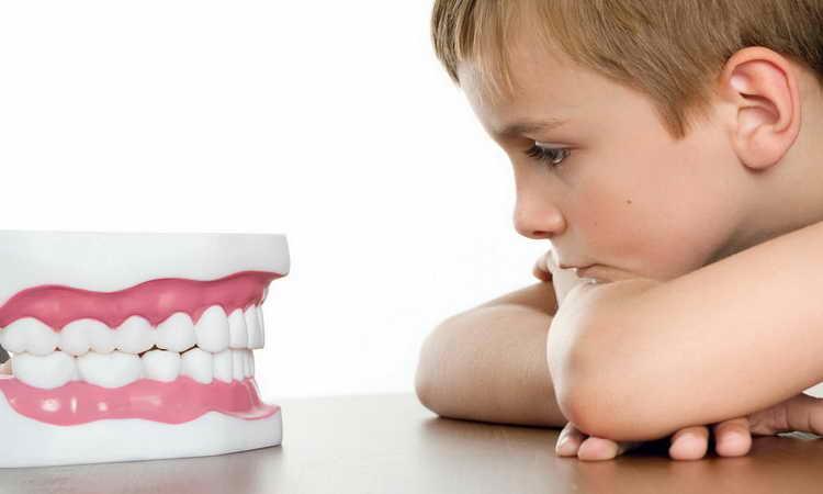почему ребенок ночью скрипит зубами