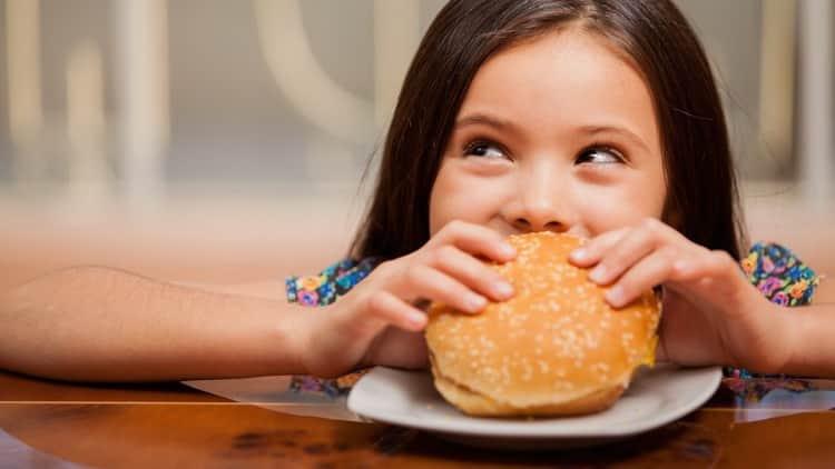 Почему возникает запах ацетона изо рта у ребенка