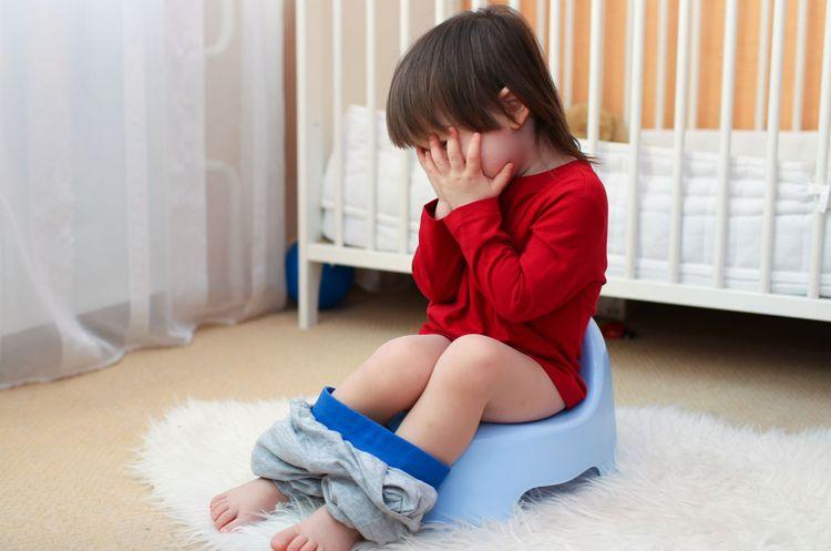 очень важна дозировка активированного угля детям, поскольку ее превышение может просто спровоцировать запор.