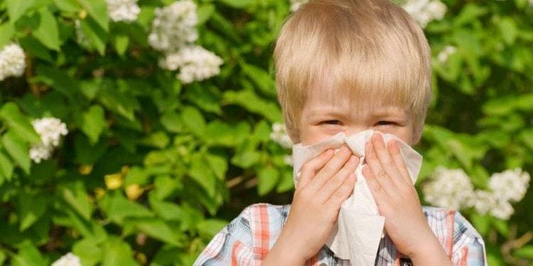 Детям препарат могут назначить при аллергическом рините, кашле, высыпаниях.