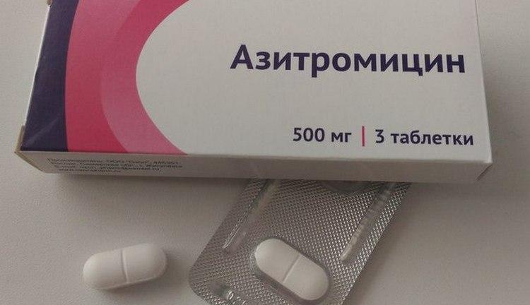 Согласно инструкции по применению, таблетки Азитромицин назначают уже для старших детей.