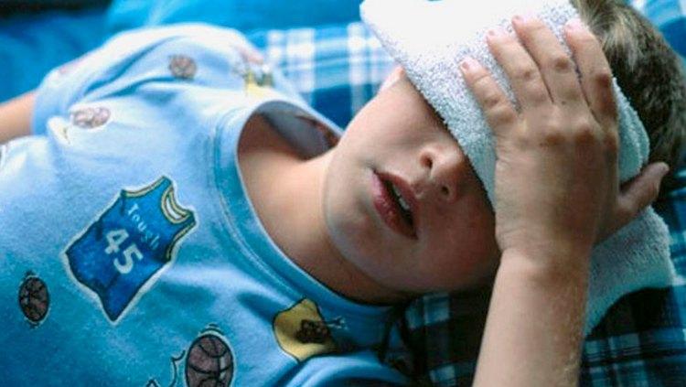 При приеме с определенными лекарствами Фуразолидон может повысить у ребенка давление.