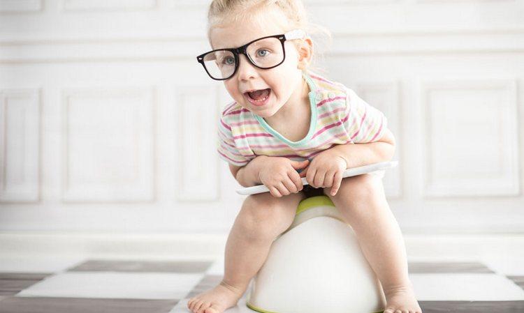 Ребенок не должен испытывать дискомфорта, садясь на горшок.