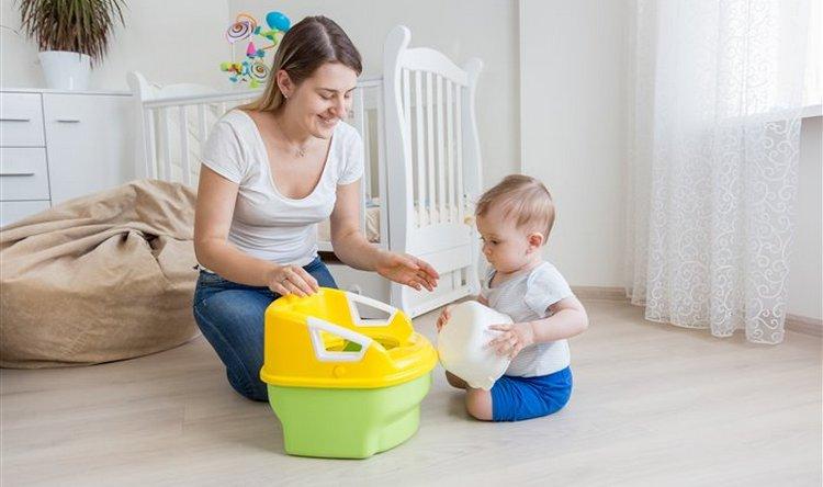 Очень важное значение имеет, скажем так, презентация горшка, которую вы устроите малышу.