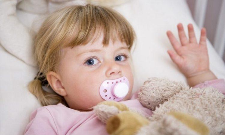 Многих родителей интересует, как отучить от соски в 2 года.