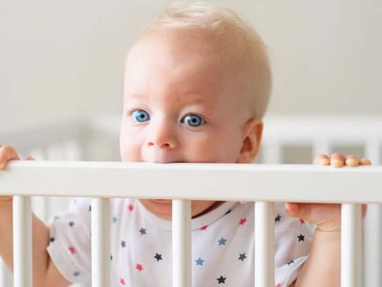 как отучить месячного ребенка от рук