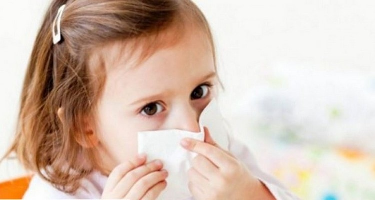 Перед тем как закапать капли в нос ребенку, нужно определиться с выбором препарата.