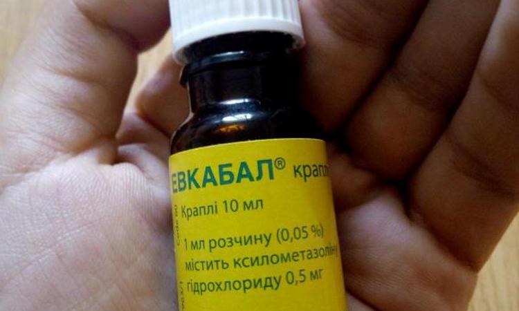 Закапывание капель в нос детям можно проводить только проверенными препаратами.