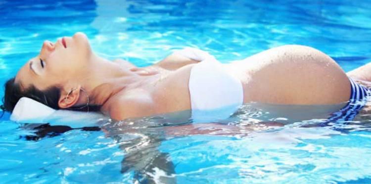 некоторых женщин интересует, можно ли беременным купаться в соленых озерах.