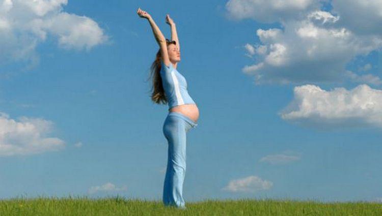 Поговорим о том, почему при беременности нельзя поднимать руки вверх.