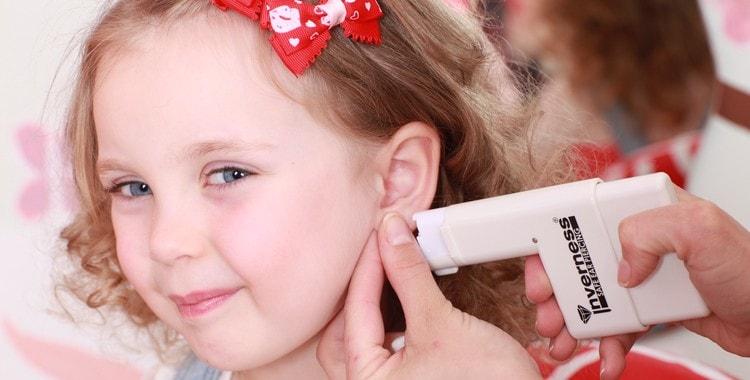 Когда лучше всего проколоть уши ребенку