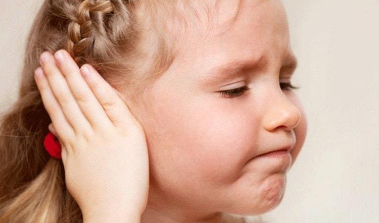 Важно помнить, что, например, при отите или других любых заболеваниях прокалывание ушек стоит отложить.