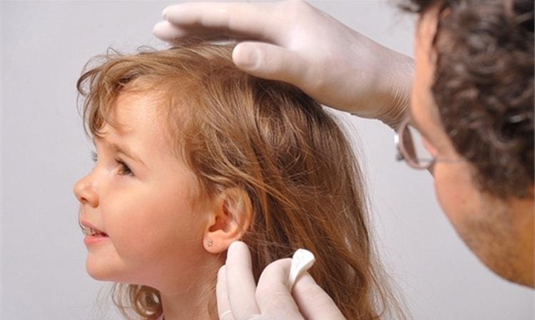 Можете также посоветоваться с врачом на счет того, когда можно прокалывать уши ребенку.