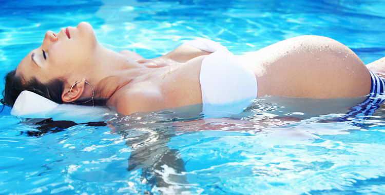 Можно ли беременным купаться в бассейне