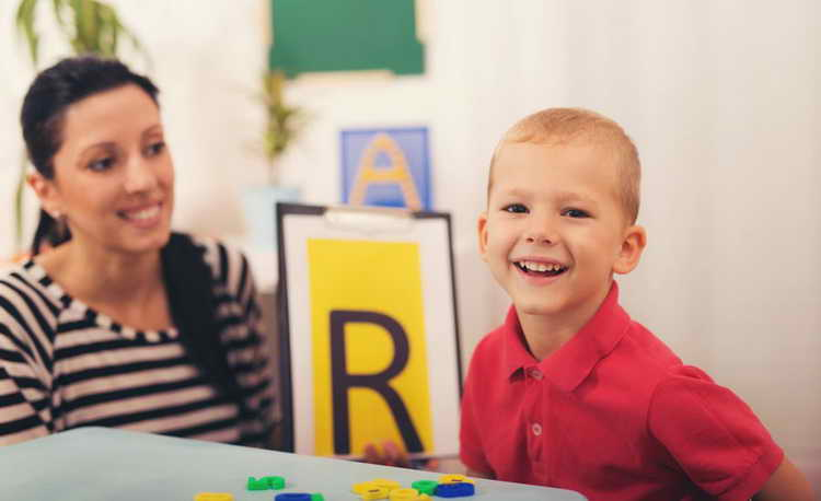 видео как научить ребенка говорить букву р