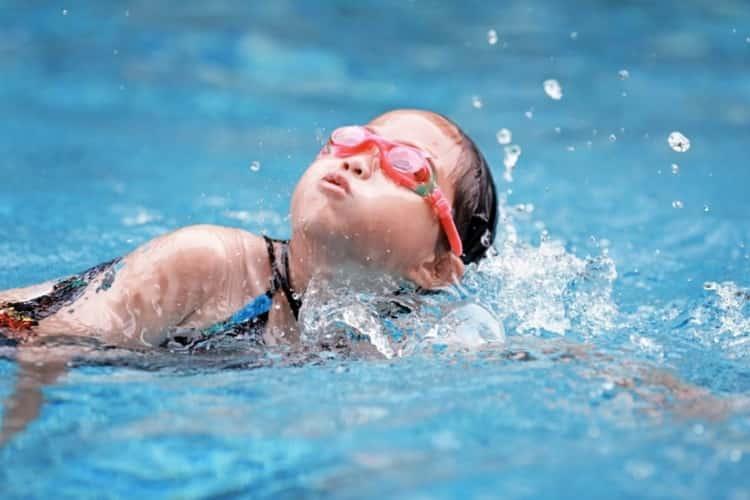 как научить ребенка плавать в 8 лет