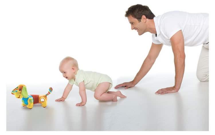 как научить ребенка ползать в 5 месяцев,