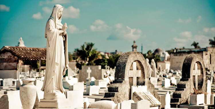 Можно ли беременным ходить на кладбище: опасно ли это
