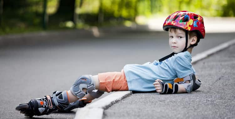 Как правильно научить ребенка кататься на роликах