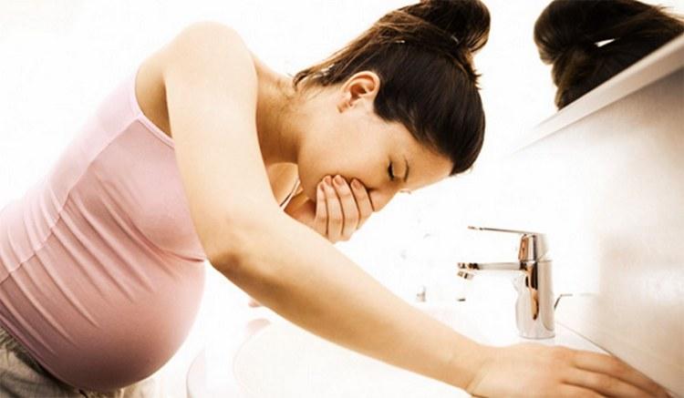 Среди побочных эффектов от препарата нередко встречаются тошнота, диарея.
