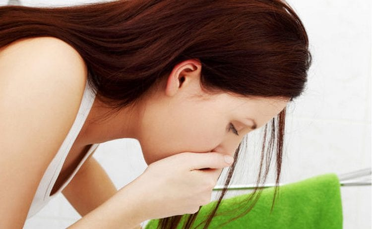 Беременная может столкнуться с тошнотой от приема транексама.