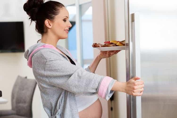 Что нельзя есть беременным и почему